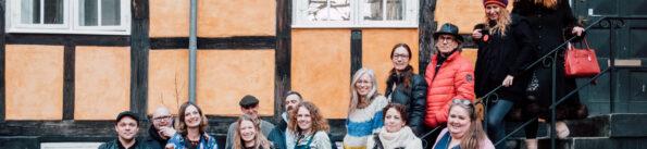 De første forfattere er på vej ud i landet for at svare på spørgsmålet: Hvem er Danmark?